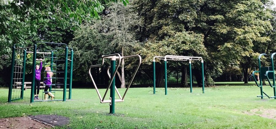 Outdoor gym installed in Timperley park