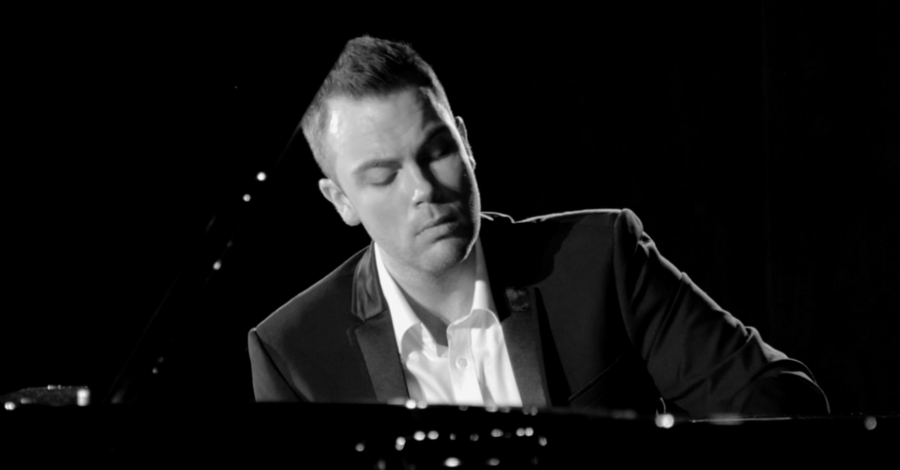 Virtuoso one-handed pianist to perform with the Altrincham Choral Society