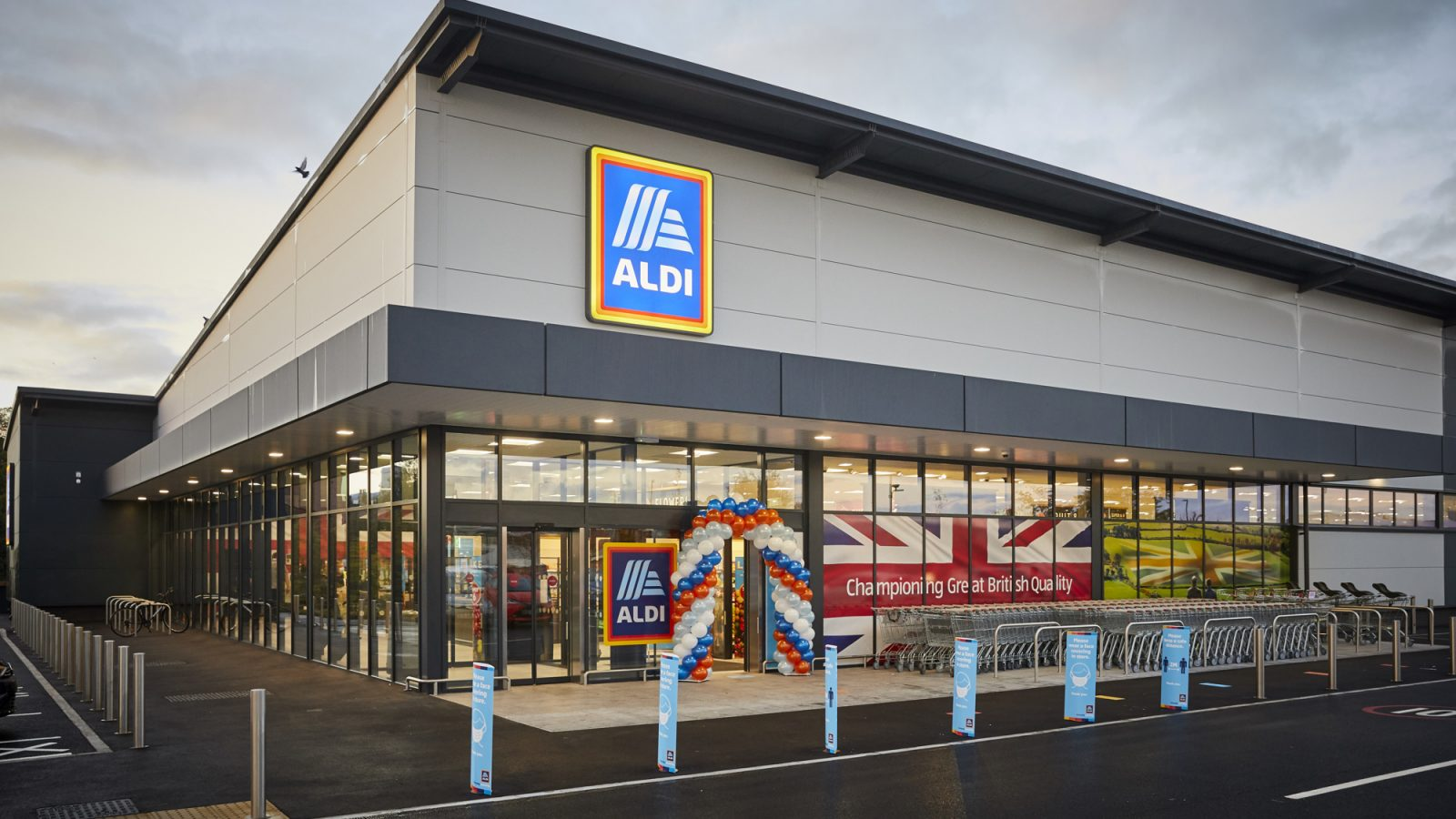 ALDI Altrincham Atlantic Retail Park open their new store.
